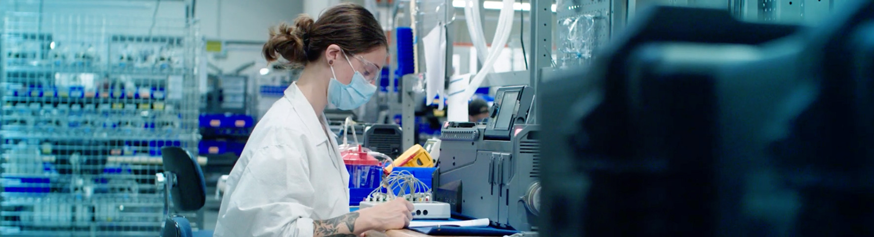 thornhill-manufacturing-factory-worker-1770x480